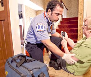 woman receiving emergency assistance with fasthelp device