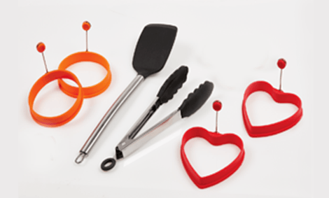 6 Piece Breakfast Set – 2 Round Molds, 2 Heart-Shaped Molds, 1 Spatula, 1 Tongs